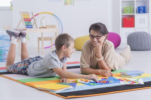 אימא וילד משחקים